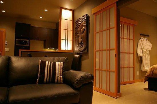 Shades of Jade Inn and Spa: Tea Garden Interior