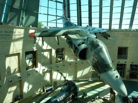 National Museum of the Marine Corps : Harrier AV-8A prototype in the atrium