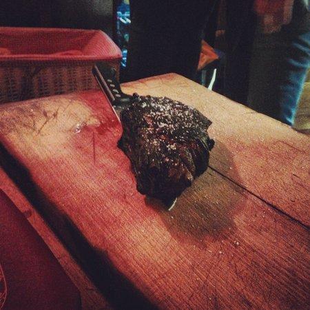 Le Grizzli: Yummy rare steak!!