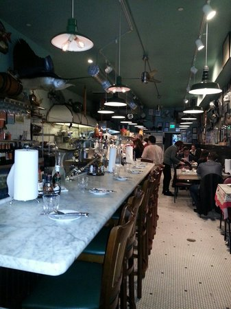 Sotto Mare Oysteria & Seafood: Counter seat was great!