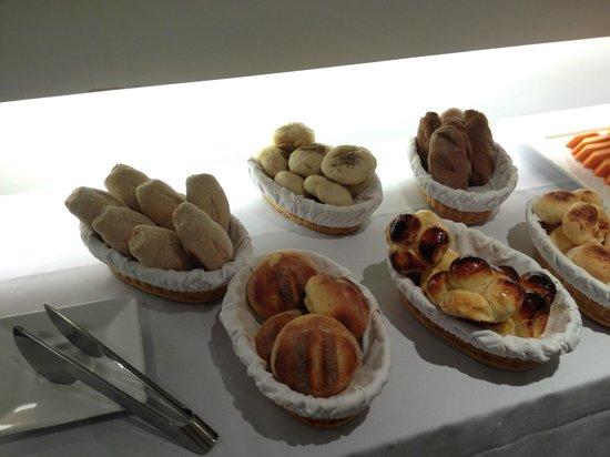 Ipanema Inn: variedad de panes caseros y brioche...