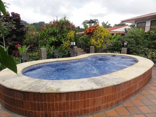 Volcano Lodge & Springs: Yacuzzi