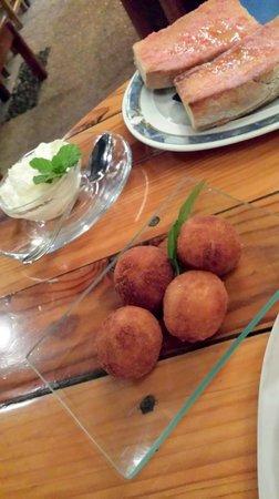 Bodegon Las Tapas : prawn croquettes with aioli
