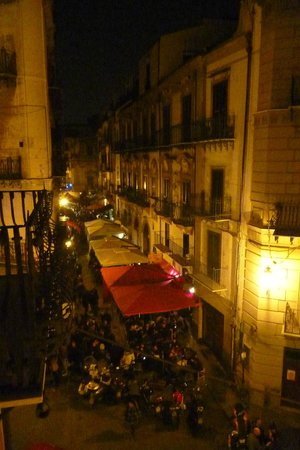 Hotel Palazzo Sitano: Via Chiavettieri at night from our balcony