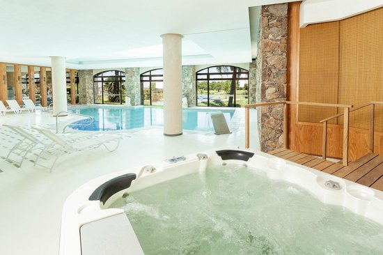 Sheraton Colonia Golf & Spa Resort: Piscina climatizada in-out y jacuzzi, Real Sp.