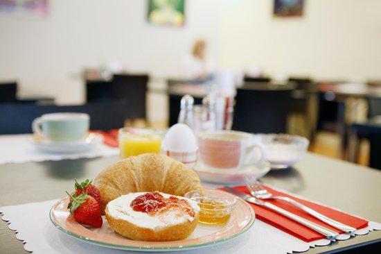 Hotel Ambassador: Breakfast