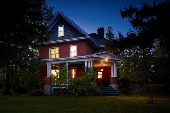 By Chadsey's Cairns Winery and Vineyard : Winery farmhouse at night