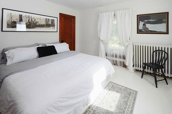 By Chadsey's Cairns Winery and Vineyard: one of the bedrooms in the rental home