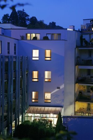 Hotel Ambassador: View from the Garden at night