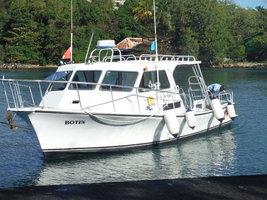 Serenity Vacations and Tours: Dive boat that takes you to Ti Kaye Village