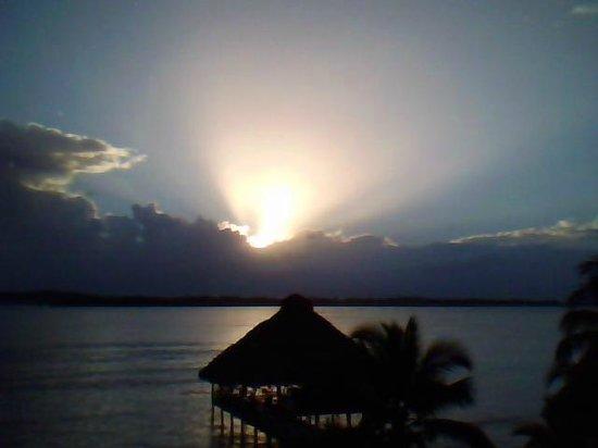 Playa Tortuga Hotel & Beach Resort : Amanecer desde la habitación nuestra (con vista al mar)