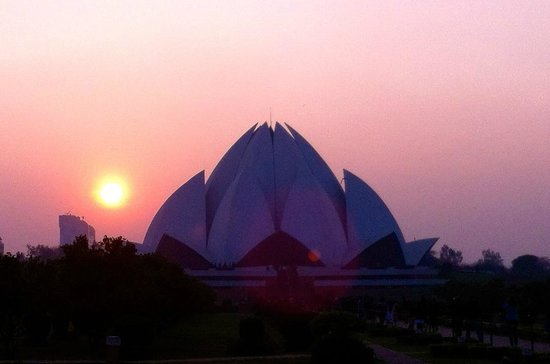 Bahai Lotus Temple: Lovely view at sunset!