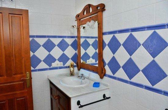 Apartamentos O2 Conil: Detalle del cuarto de baño de uno de los apartamentos