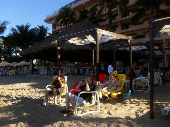 Crown Paradise Golden Resort Puerto Vallarta : view of the cabanas