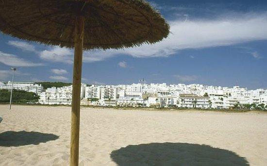 Apartamentos O2 Conil: Playa de Los Bateles, próxima a los apartamentos
