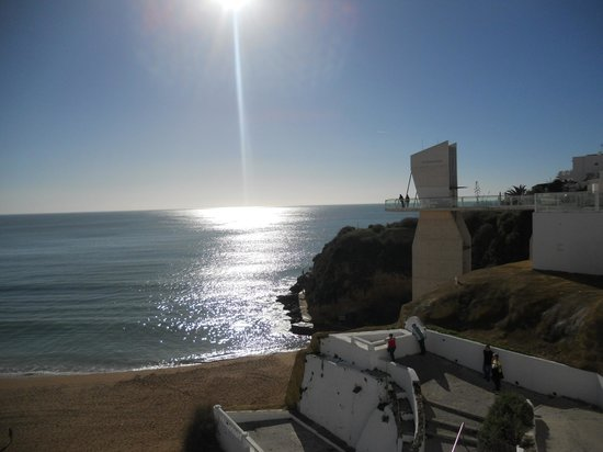 Albufeira Jardim - Apartamentos Turisticos: The beach near the lift