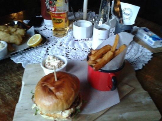 Alchemia : Haloumi burger z frytkami