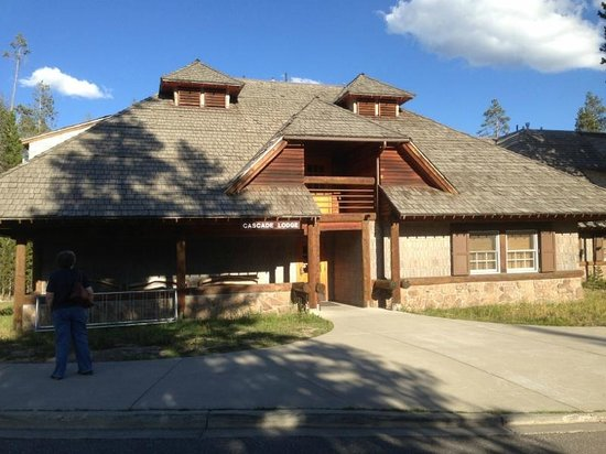 Cascade lodge updated 2017 motel reviews price for Hotels yellowstone national park