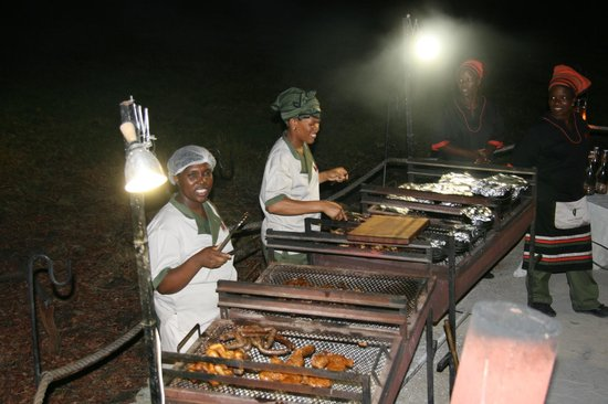 Sanctuary Chief's Camp : Barbacoa nocturna, podras probar Kudu, cocodrilo, etc...