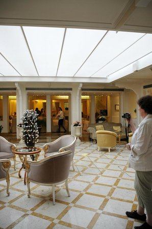 Hotel Carlton on the Grand Canal : Facing the Breakfast Buffet room