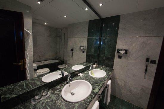 Hotel Villa Real: Ванная