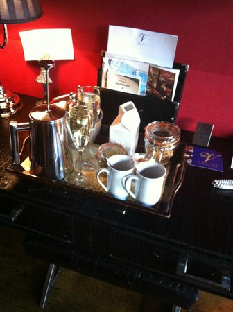 Velvet Hotel: welcome tray- champagne on the house