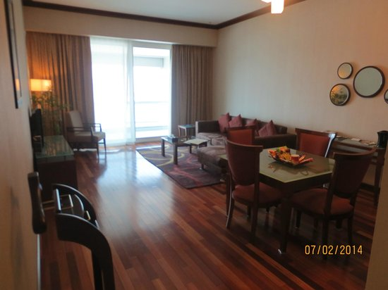 Flora Creek Deluxe Hotel Apartments: SPACIOUS LOUNGE