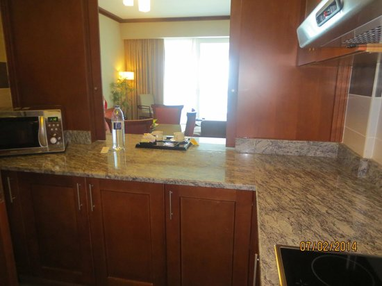 Flora Creek Deluxe Hotel Apartments: FULLY EQUIPPED KITCHEN