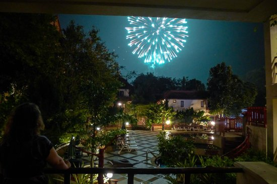 Anyavee Ao Nang Bay Resort : Watching the New Year's Eve Fireworks being set off at the local beach from our hotel room balco