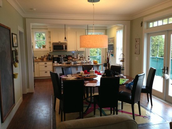 Seabrook Cottage Rentals: This light, open space is ideal for families.