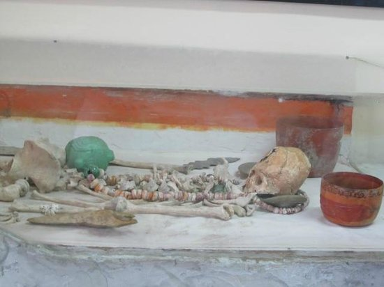 Museum of Belize: Burial chamber as it was found at Altin Ha Mayan site