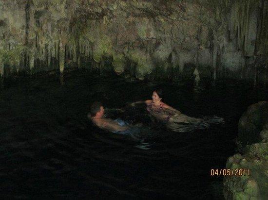 Saturno Cave: Swimming