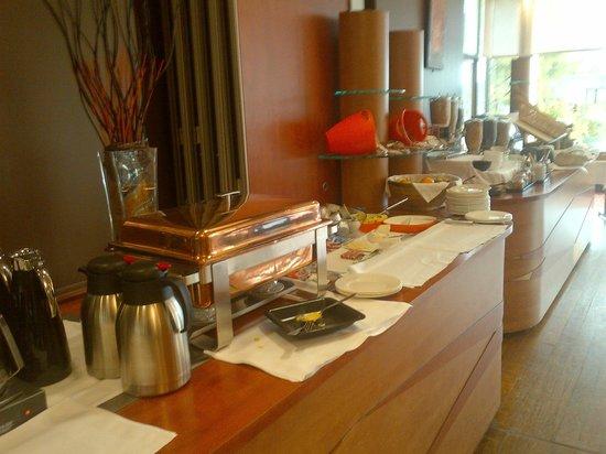 Brit Hotel Nantes Vigneux - L'Atlantel : buffet pdj