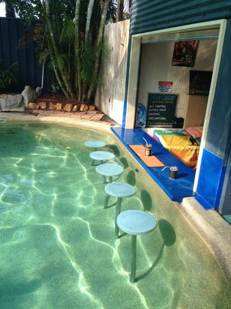 Grange Resort Hervey Bay: Swim up bar