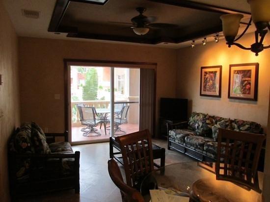 Infinity Bay Spa and Beach Resort : living room