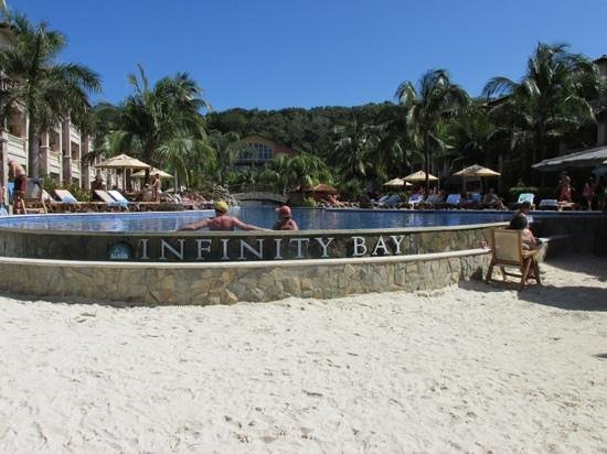 Infinity Bay Spa and Beach Resort : Pool