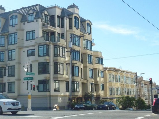 Comfort Inn by the Bay : Beautiful architecture right across the street