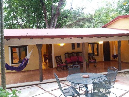 Hacienda Chichen: la terrasse devant notre bungalow