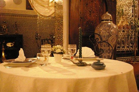 Riad Kettani: Une table pour deux!!