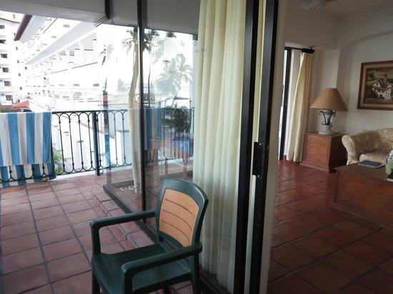 One Beach Street: Wrap around Balcony