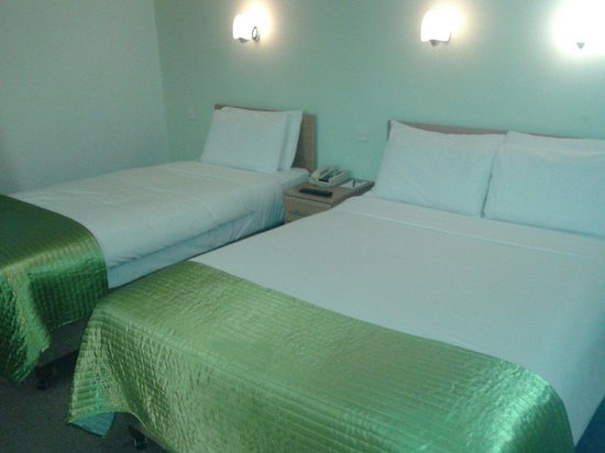Sandymount Hotel: Triple bedroom