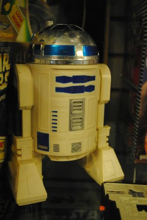 R2d2 from star wars photo de world 39 s largest toy museum for Star wars museum california