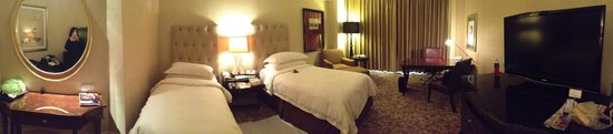 Four Seasons Hotel Singapore : Panoramic of our room