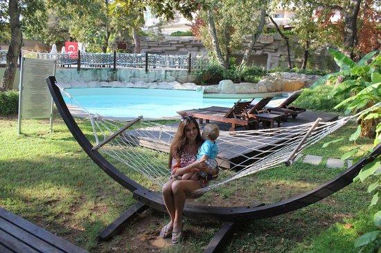 Sueno Hotels Beach Side: гамаки рядом с бунгало