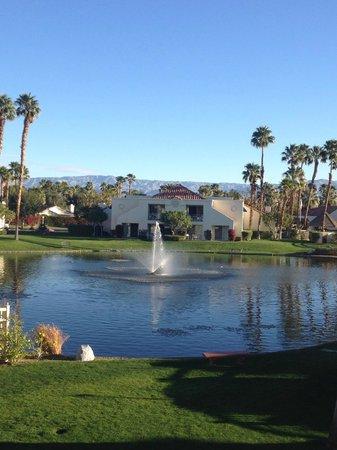 Desert Breezes Resort: Water feature