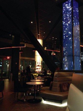 Novotel New York Times Square : Le bar le soir