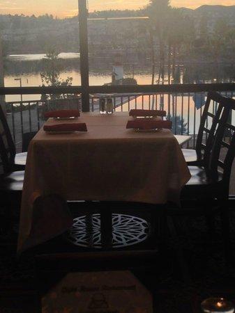 The Lighthouse Restaurant: Dinner View