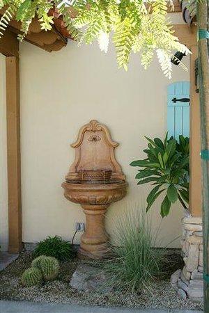 Old Ranch Inn : Entry Fountain