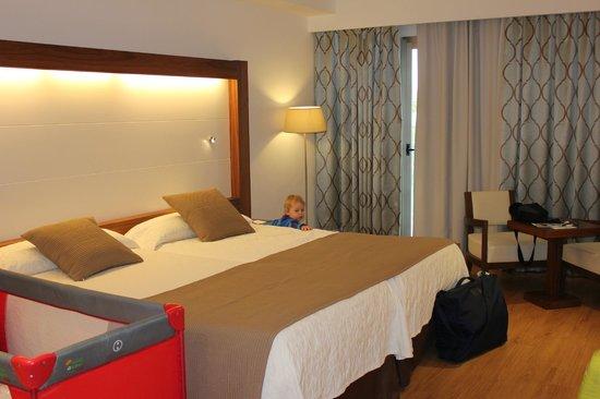 Hipotels Cala Millor Park : номер семейный, с двумя комнатами( 1 этаж)