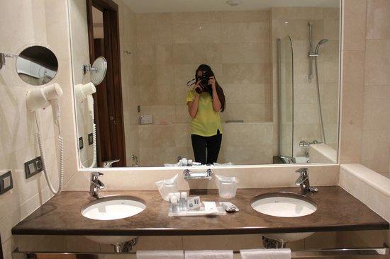 Hipotels Cala Millor Park : ванная комната